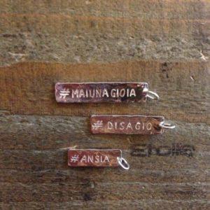 Targhetta ciondolo della linea Hand Made in vendita sullo store Etoile Gioielli