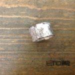 Anello a fascia in argento 925 martellato e bruciato della linea Hand Made in vendita sullo store Etoile Gioielli