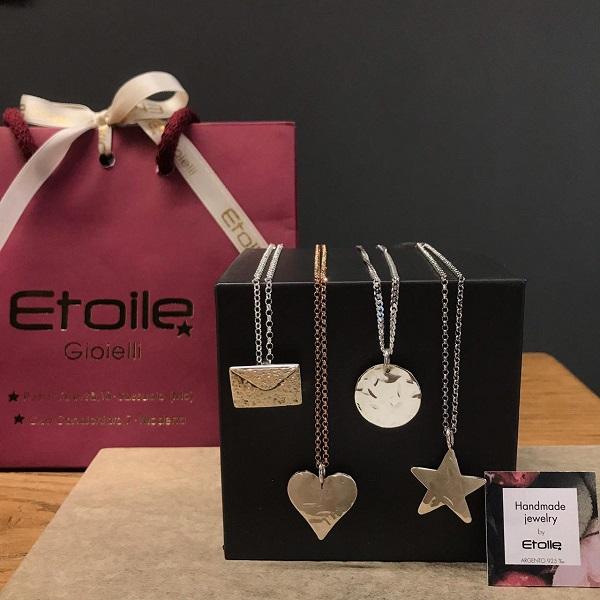 Ciondoli in argento della linea hand made Etoile Gioielli a forma di cuore, stella, tondo e busta