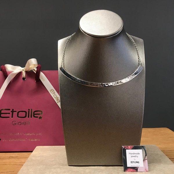 Girocollo semirigido in argento 925 martellato della collezione Hand Made by Etoile Gioielli